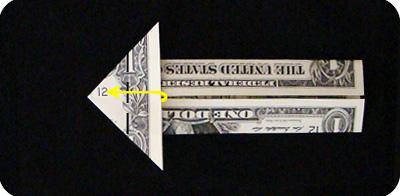 закладка с сердцем из денег 14