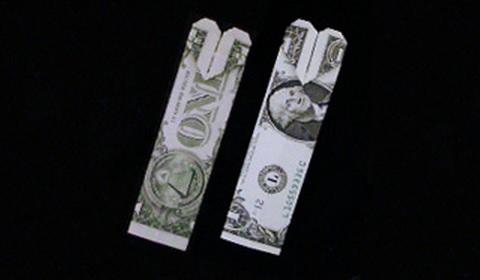закладка с сердцем из денег