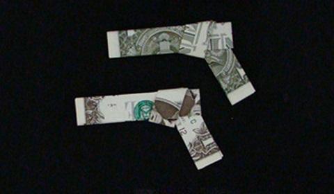 пистолет из денег