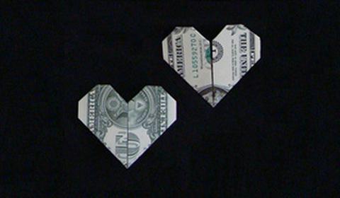 ровное сердце из денег