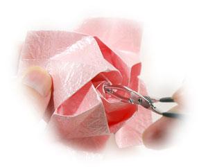 объёмная роза из бумаги 67