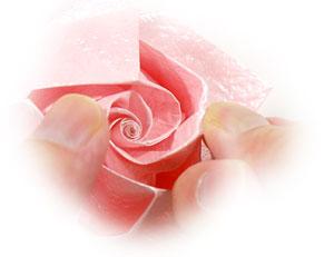 объёмная роза из бумаги 69