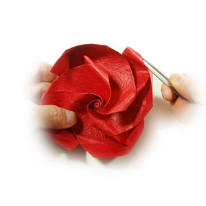 простая роза из бумаги 62