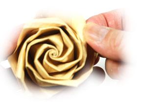 роза из цветной бумаги 41